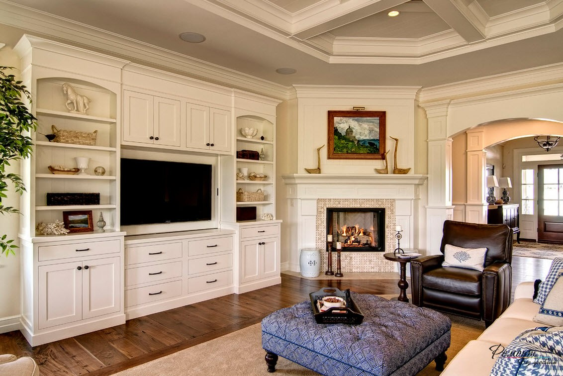 Угловой камин - изюминка комнаты