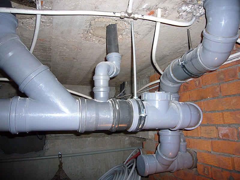 Монтаж внутренней канализации в доме 95